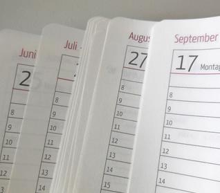 aufgeblätterter Kalender, Monate lesbar